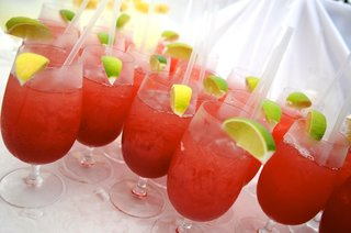 red-sangria-with-lemon-or-lime-garnish