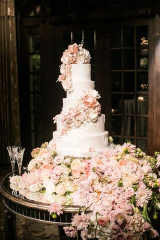 champagne-and-buttercream-cake-with-flowers-all-around