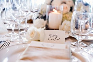 wedding-guest-cindy-crawford-white-rose-candle-glassware-napkin-simple-place-setting