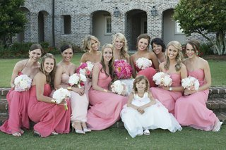 bride-with-bridesmaids-in-long-dresses-in-varying-shades-of-pink