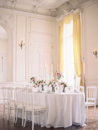 wedding-reception-table-at-white-ballroom-of-the-chateau-de-santeny-with-floor-to-ceiling-window