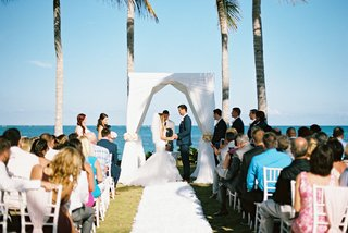 seaside-wedding-ceremony-by-the-ocean-denver-broncos-nfl-kicker-brandon-mcmanus-and-wife