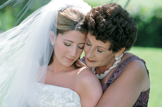 woman-with-mother-of-the-bride-on-wedding-day
