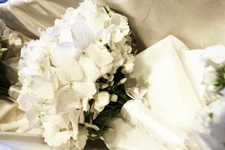 bridal-bouquet-with-white-butterfly-like-flowers