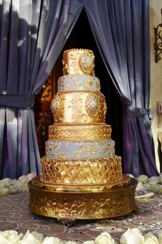 blue-and-gold-romantic-six-layer-wedding-cake