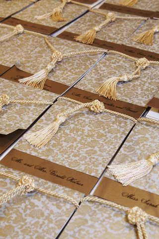 gold-patterned-escort-cards-with-tassels