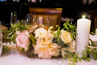 wedding-reception-table-with-pink-roses-dahlias-white-roses-lisianthus-greenery-pillar-candle