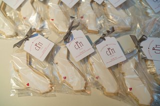 california-shaped-sugar-cookies-for-wedding-favors