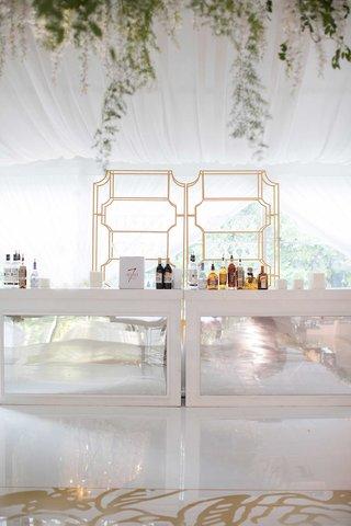wedding-reception-tented-wedding-gold-shelving-bar-mirror-panel-alcohol