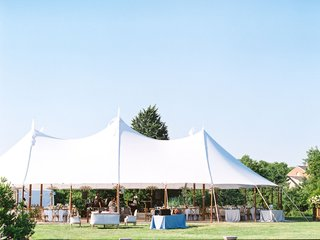 wedding-reception-venue-grass-lawn-at-inn-in-maryland-outside-washington-dc-tent-reception-white