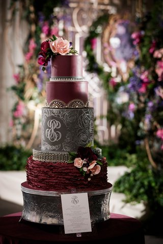 dark-and-moody-oxblood-wedding-cake-with-black-tier-with-spindly-rose-pattern-and-monogram