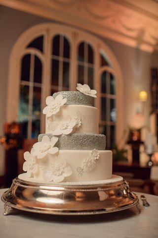 four-layer-wedding-cake-with-alternating-white-and-silver-tiers