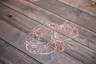wood-plank-ceremony-aisle-runner-with-hand-painted-flower