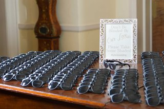 sunglasses-wedding-favors-for-outdoor-ceremony-dont-be-blinded-by-our-love-sign