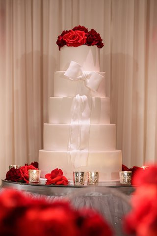 wedding-cake-five-layers-of-fondant-round-tier-white-ribbon-red-rose-cake-topper-mirror-table