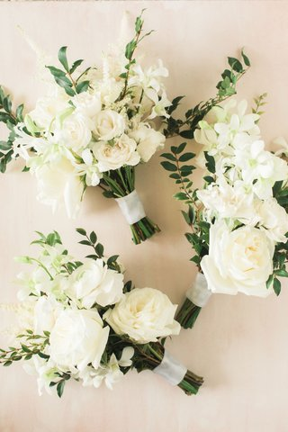 wedding-ceremony-white-bouquet-rose-hellebore-ranunculus-tuberose-greenery-freshly-picked-garden