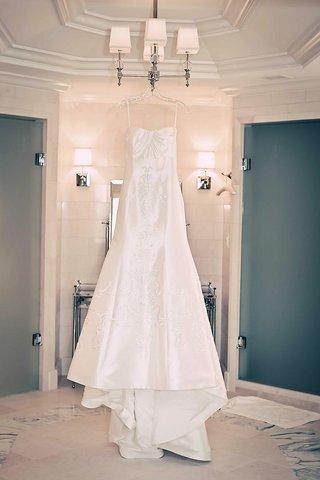 junko-yoshioka-dress-on-hanger-in-bridal-suite