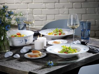 villeroy-boch-gifts-detailed-white-and-blue-porcelain-kitchenware-and-plateware-bowls-dishes-glass