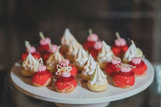 meringue-desserts-strawberry-vanilla-tarts-on-white-tray-at-dessert-table-display-wedding-reception