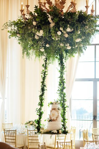 wedding-cake-on-suspended-table-from-floral-chandelier