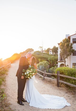 bride-in-wedding-dress-bella-bianca-bridal-couture-large-bouquet-kiss-groom-sunset-golden-hour
