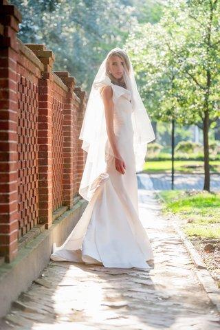 bride-in-oscar-de-la-renta-bow-bridal-gown