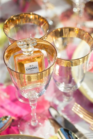 chanel-no-5-five-perfume-inside-wine-glass-with-gold-details-detailing-on-table-with-pink-linens