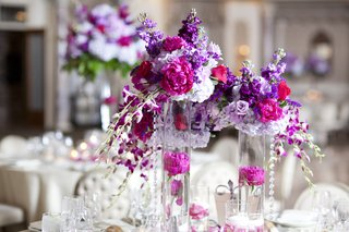 wedding-reception-with-stock-peonies-hydrangeas-orchids-in-violet-lilac-fuchsia-tones
