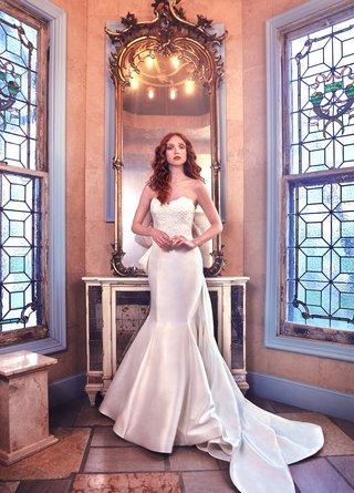 paulina-sareh-nouri-spring-2018-trumpet-gown-sweetheart-neckline-alencon-lace-bodice-detachable-bow