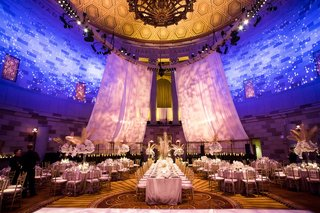 gotham-hall-wedding-in-new-york-city-gatsby-style-wedding-art-deco-gold-palm-leaves-white-flowers