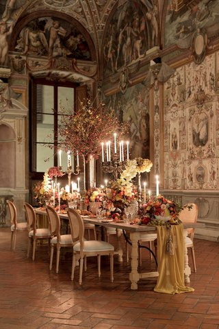 renaissance-inspired-tablescape-in-palace-in-florence-table-runner-still-life-inspired