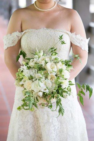 cream-colored-flowers-green-bouquet-roses-vines-catholic-wedding-california