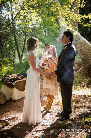 couples-can-wed-alongside-a-creek-and-incorporate-native-american-traditions