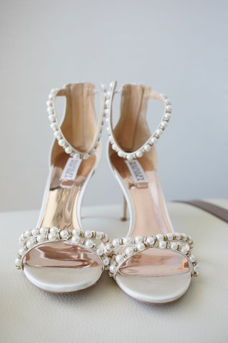 wedding-shoes-with-pearl-details-on-ankle-and-toe-straps-sandals-badgley-mischka