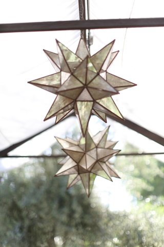 rehearsal-dinner-outdoor-lighting-lantern-in-star-shape