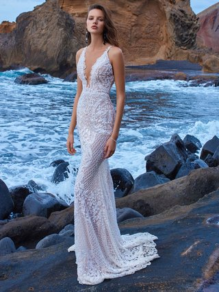 gala-no-v-5-collection-by-galia-lahav-wedding-dress-v-neck-bridal-gown-embroidered-lace-mermaid