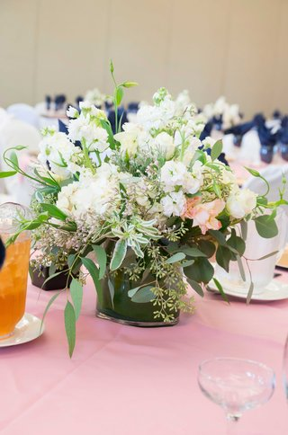 low-floral-centerpiece-green-white-clear-vase-pink-table-linen-california-wedding-simple