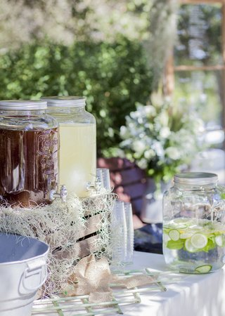 juice-fruit-infused-water-rustic-outdoor-setting-lemon-lime-water-white-linens