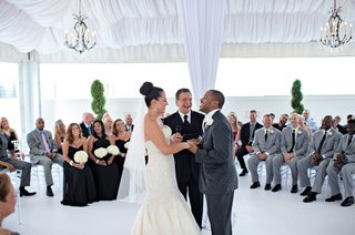 couple-with-officiant-and-guests-situated-in-the-round
