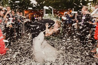 confetti-explosion-during-first-dance