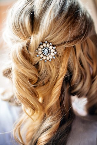 bride-with-blonde-hair-and-half-up-half-down-hairstyle-with-jewel-headpiece