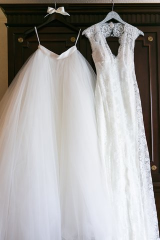 lace-keyhole-back-monique-lhuillier-lace-wedding-dress-and-tulle-skirt