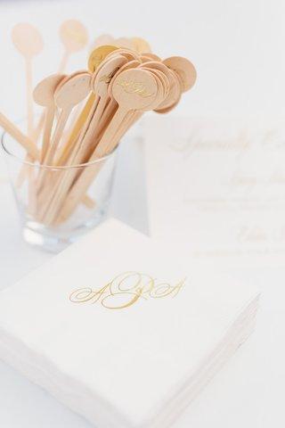 wedding-drink-cocktail-napkins-and-wood-drink-stirrer-with-gold-monogram-gold-foil