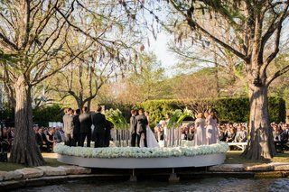 backyard-wedding-in-austin-texas-on-lake