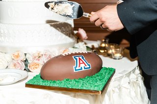wedding-cake-grooms-cake-u-of-a-university-of-arizona-football-with-grass-and-football-cake-design