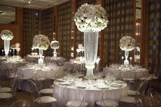 ranunculus-blossoms-with-crystal-draped-centerpiece-bases-at-chicago-wedding-reception