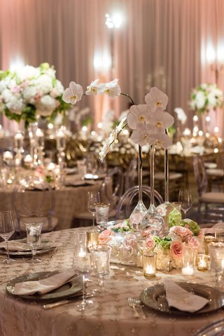 round-reception-table-candles-pink-rose-tall-neck-vases-with-white-orchid-flowers
