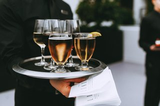 wedding-reception-cocktail-hour-server-with-tray-at-the-london-beer-in-glasses-and-wine-in-stemware