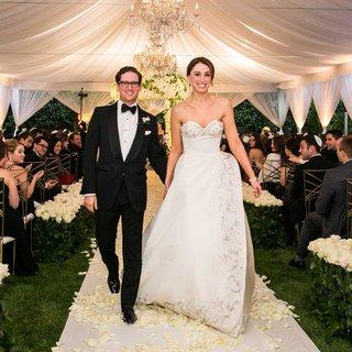 beverly-hills-evening-tent-jewish-wedding-recessional-bride-in-oscar-de-la-renta-wedding-dress