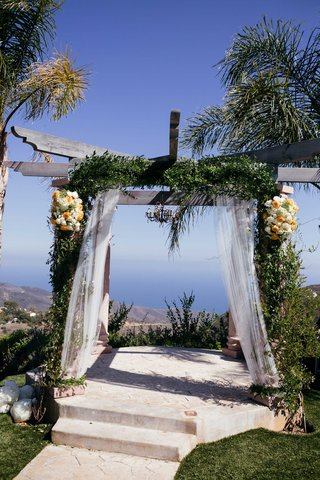 altar-green-garland-rustic-malibu-private-venue-wedding-ceremony